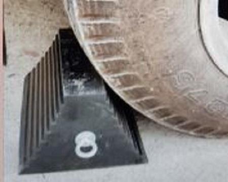 Cục chắn di động chặn lùi bánh xe 245