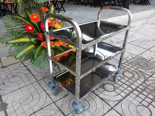 xe đẩy inox ba tầng phục vụ ăn uống