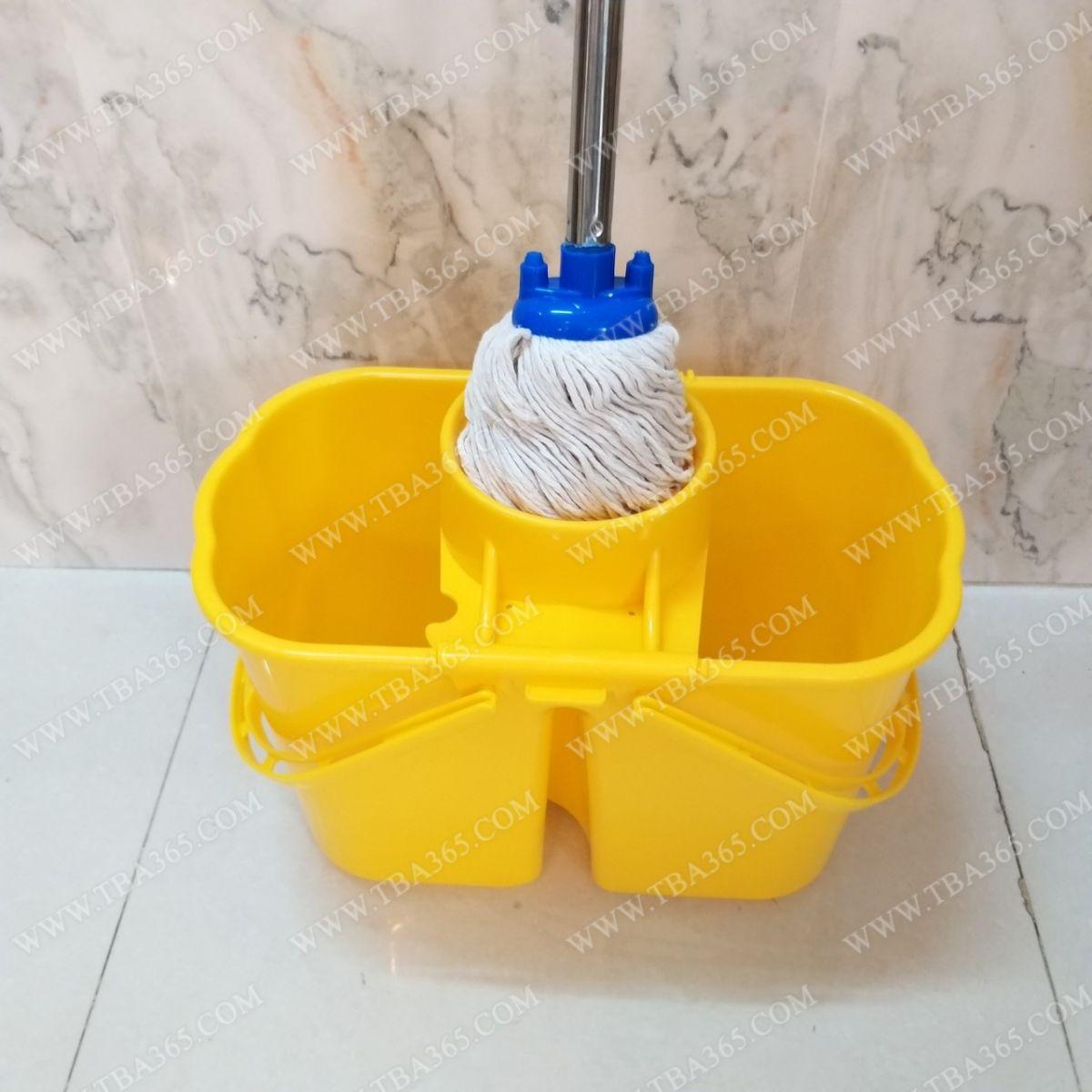 Thao tác vắt khô với xô vắt móp nước kiểu mới